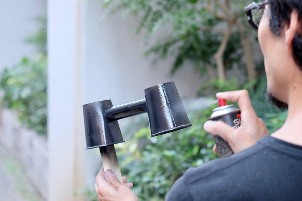 紙コップスピーカー制作工程 スプレーで塗装