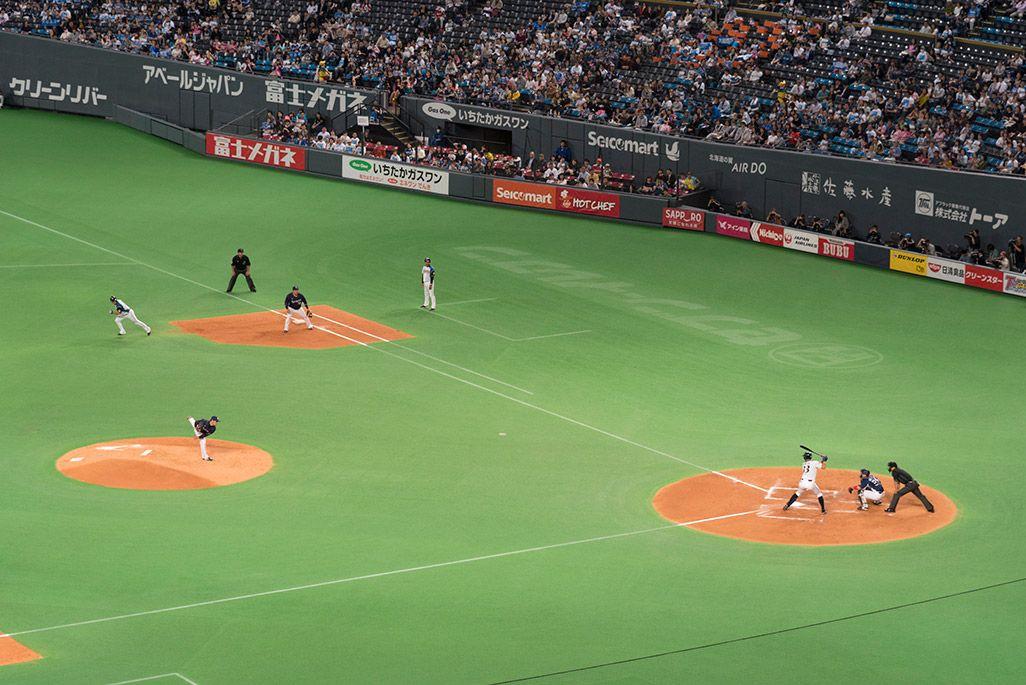 札幌ドームのスタンドから北海道日本ハムファイターズ戦を観戦