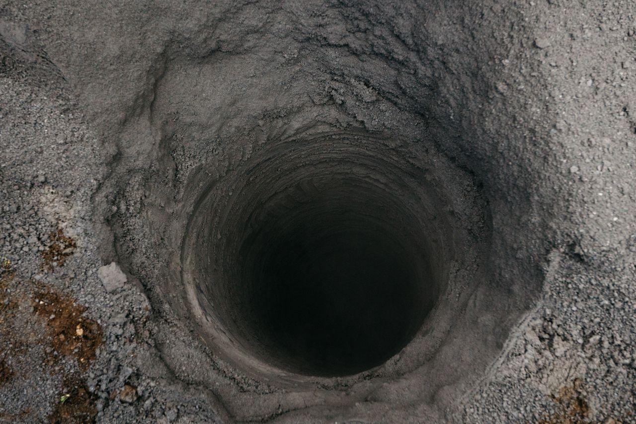 猿橋トンネルへの電波対策の基地局工事現場