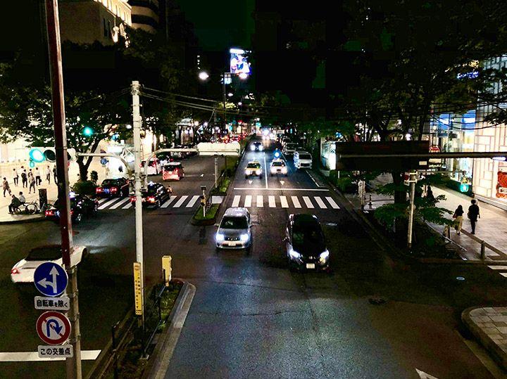 夜景と道路を撮影