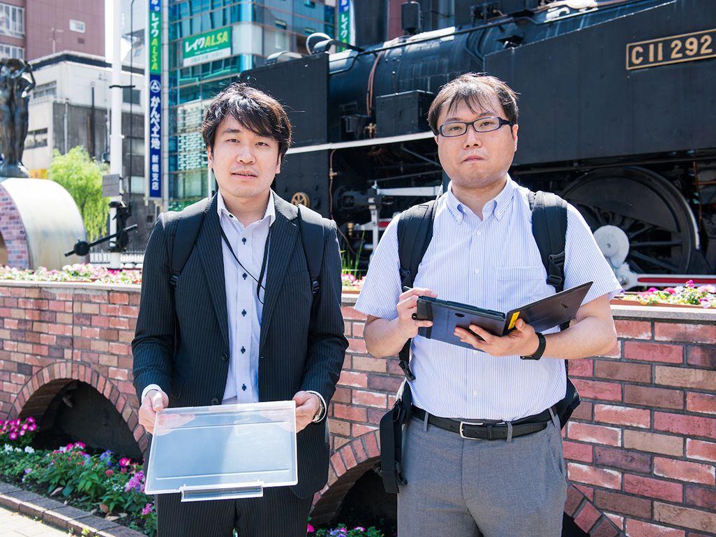 KDDI エリア品質管理部の木下敦史と池田学駿