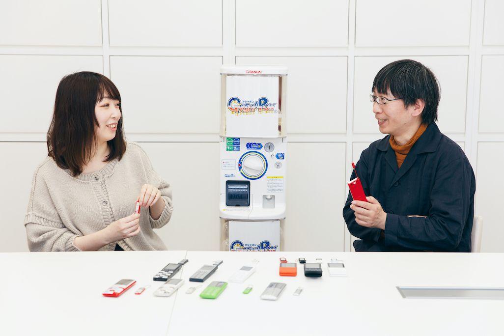 バンダイ ベンダー事業部 荒川裕子さんとKDDI サービス統括本部 砂原 哲