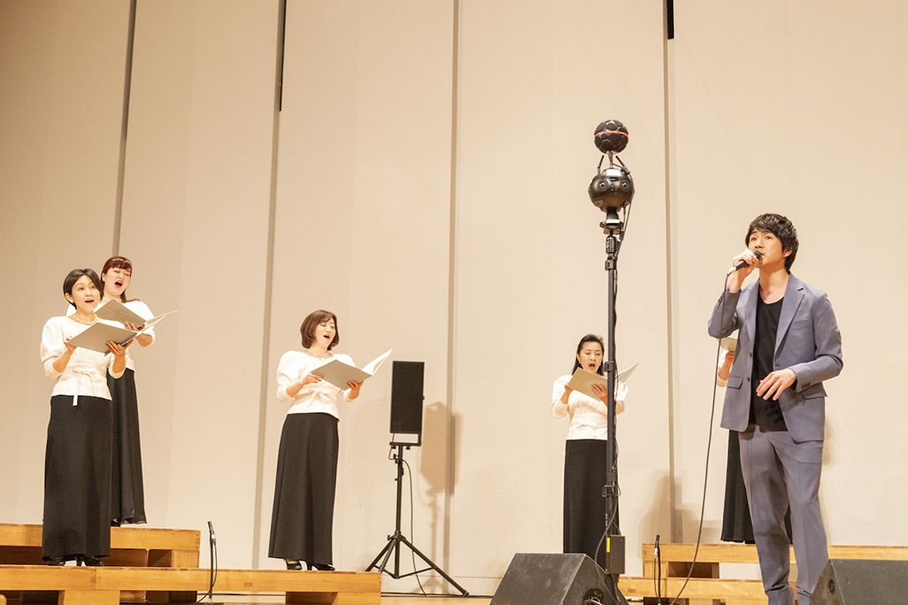 藤巻亮太さんと東京混声合唱団の収録風景