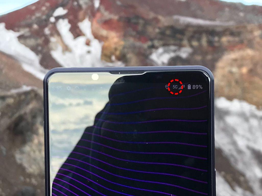 富士山頂にてスマホの電波測定