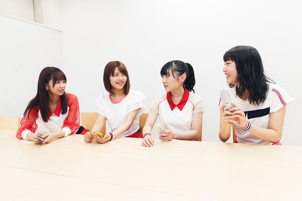 マイ・ファーストケータイの思い出を語るJuice=Juice・宮崎由加、金澤朋子、梁川奈々美、段原瑠々、こぶしファクトリーの5人
