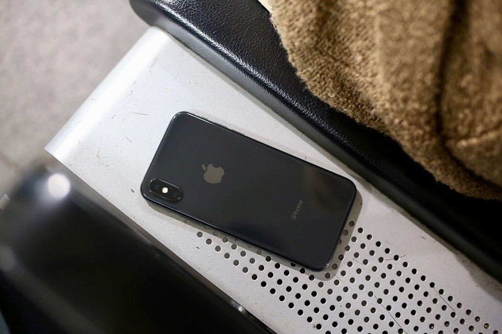 ベンチに置き忘れたiPhone