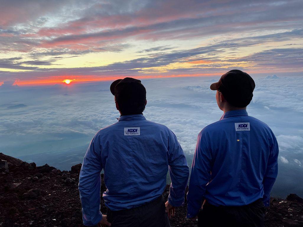 富士山頂にて御来光