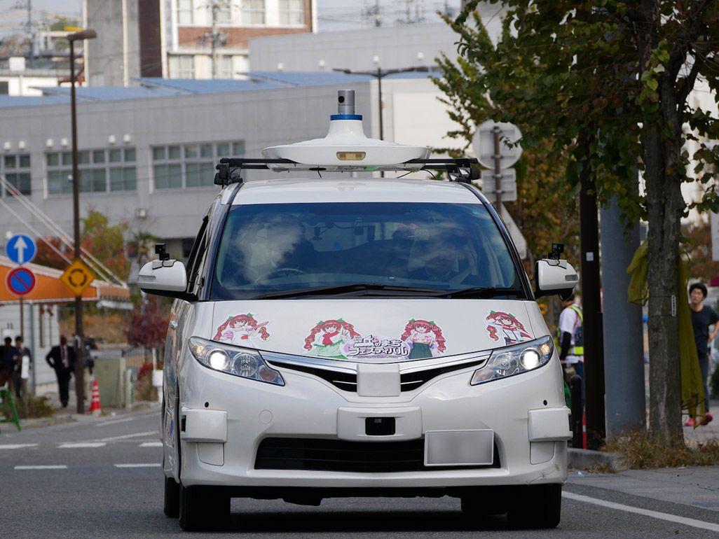 長野県飯田市を走行する自動運転車