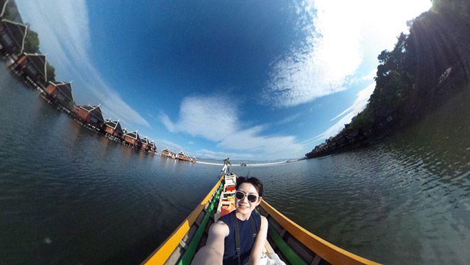 ミャンマーのインレー湖にて