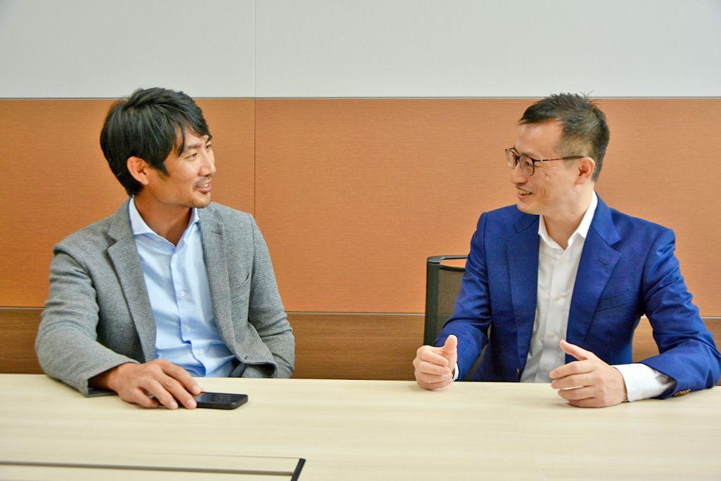 ディジタルグロースアカデミア豊川栄二副社長とKDDI地方創生推進部白井大介