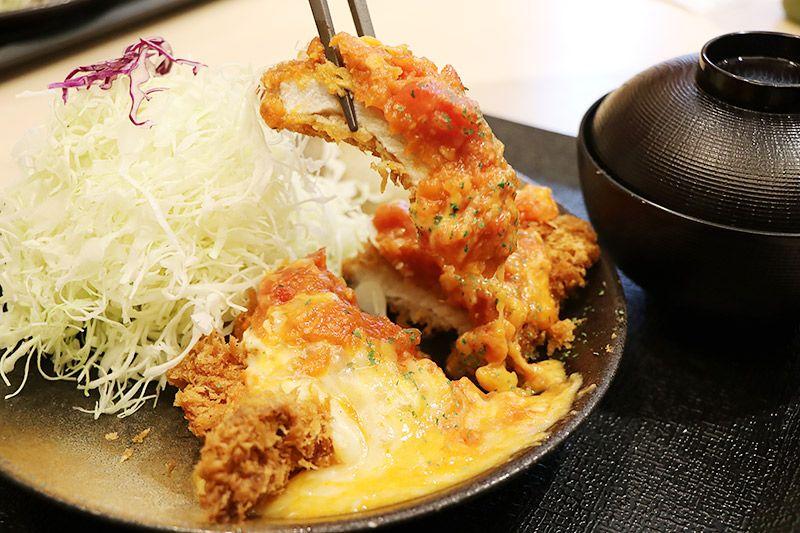 松乃家北小金店で鶴あいかが選んだチーズトマトロースかつ定食