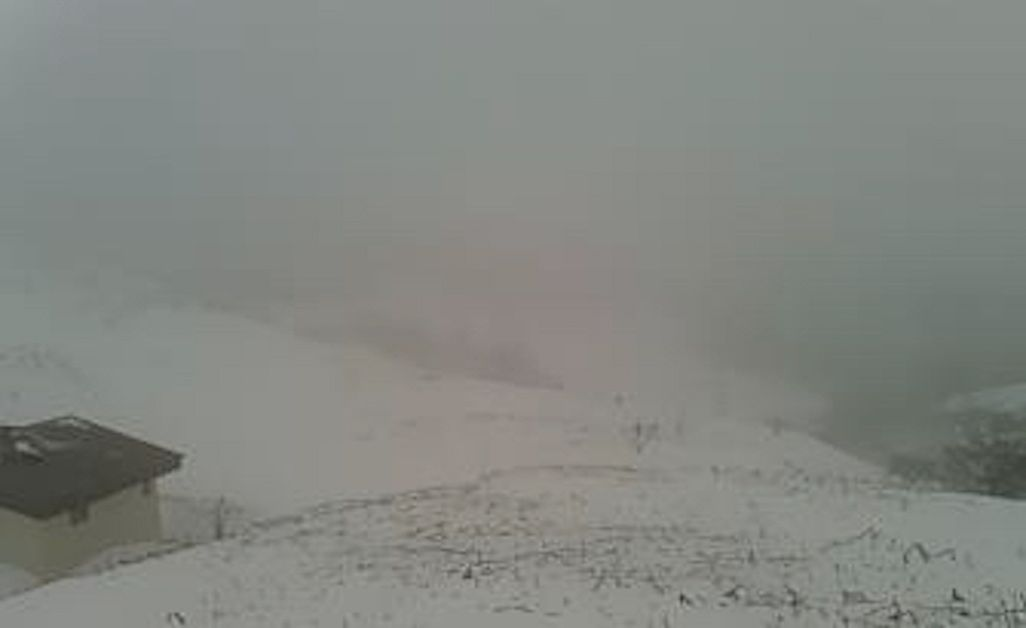 礼文島の基地局を見舞う爆弾低気圧に伴う吹雪