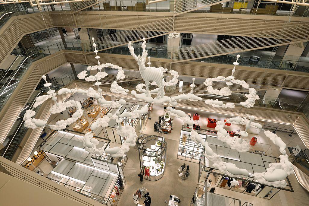 GINZA SIXに展示されている「Metamorphosis Garden」