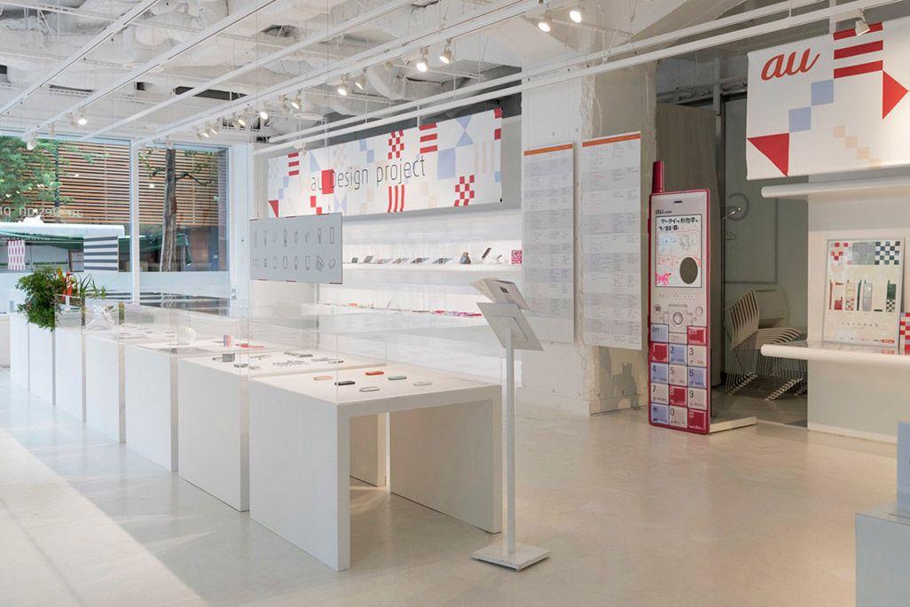 aDp15周年記念「ケータイの形態学 展」会場