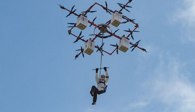 最大200キロまで対応! 人をぶら下げ、自律飛行で救助する巨大レスキュードローン