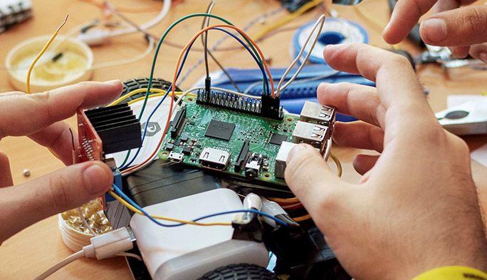 超小型コンピュータ『ラズベリーパイ』とは 機能や価格、できることなど解説