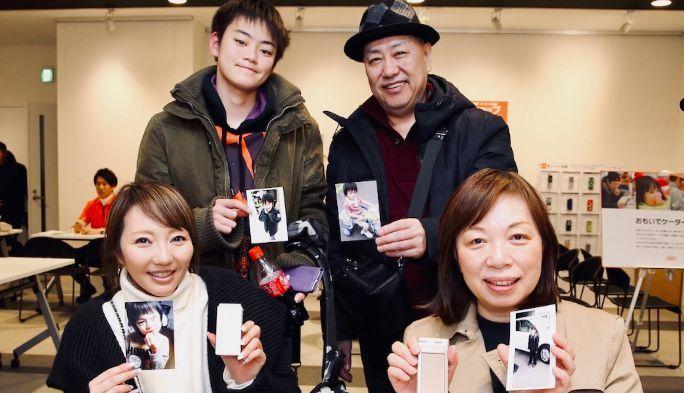 ガラケーから聞こえるおばあちゃんの肉声に涙 おもいでケータイ再起動 in 札幌&京都