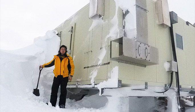南極で働くKDDI社員、真冬を乗り切るべく「雪かき」する【南極連載2017第3回】