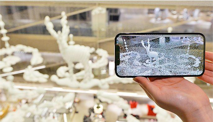 宙に浮かぶ巨大な彫刻にダンサーが舞う!au 5G、ARなどが可能にした現代アート体験