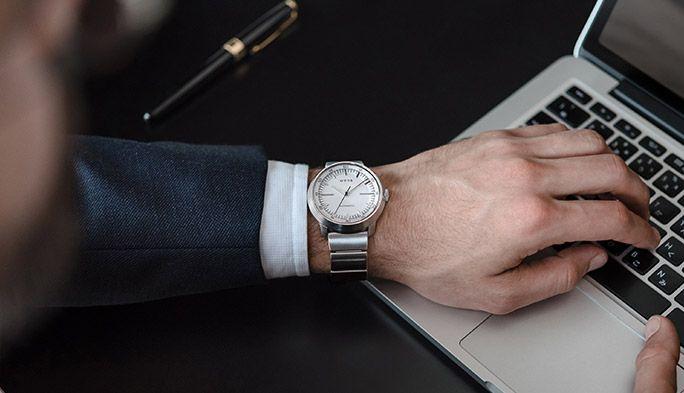 話題のソニースマートウォッチに新モデル登場! まるでアナログ腕時計なのに性能が…
