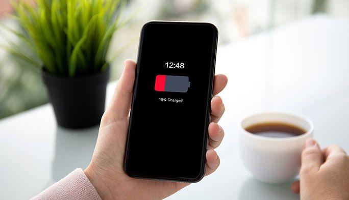 スマホバッテリーの交換時期は?状態の確認、手順、費用をiPhone・Android別に解説