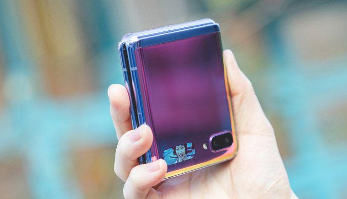 折りたたみスマホ『Galaxy Z Flip』登場! 女性にもうれしい手のひらサイズ