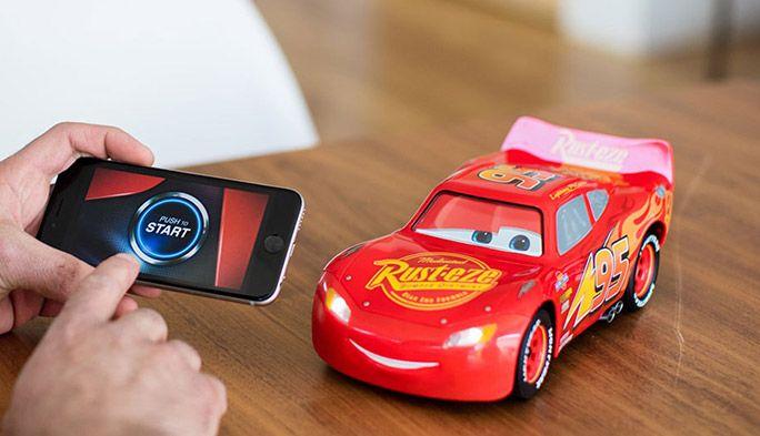 まるでCG! アニメの動きをまんま再現する『カーズ』のおもちゃが最新技術満載