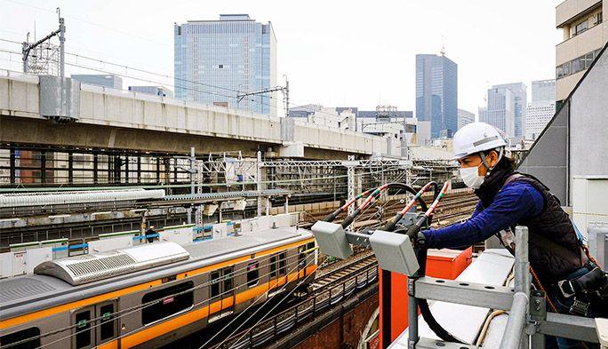 auの5Gが山手線の駅周辺でつながる!JR神田駅周辺のスマホ電波対策を密着取材