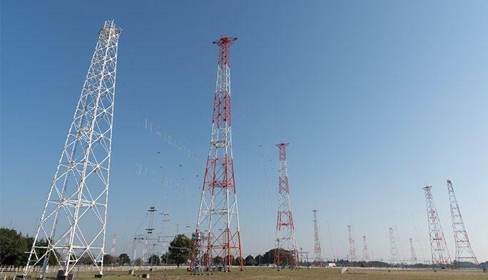 広大なカーテンアンテナから世界に安心を 日本唯一の『短波』国際放送送信所